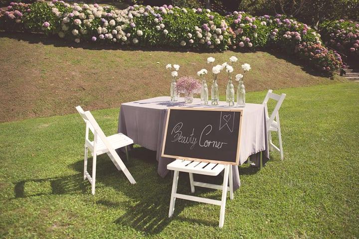 beauty-corner-maquillaje-retoque-bodas-detalles-decoracion-mariposas-bodas-rusticas-colorido-alegre-carpa-mimbre-bodas-itxasbide-20eventos-wedding-planners-san-sebastian