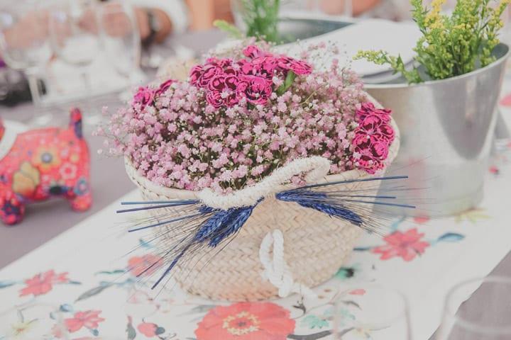 centros-mesa-rustico-colorido-alegre-cestas-mimbre-bodas-itxasbide-20eventos-wedding-planners-san-sebastian