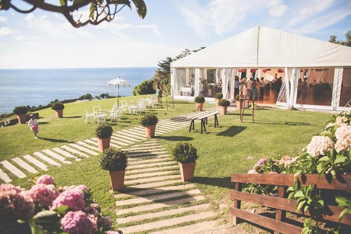 chill-out-bodas-ibicenca-decoracion--bodas-rusticas-colorido-alegre-carpa-mimbre-bodas-itxasbide-20eventos-wedding-planners-san-sebastian