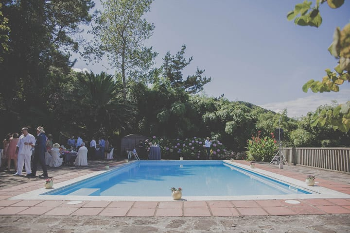 decoracion-cocktail-piscina-flores-rustico-20eventos-wedding-planners-san-sebastian