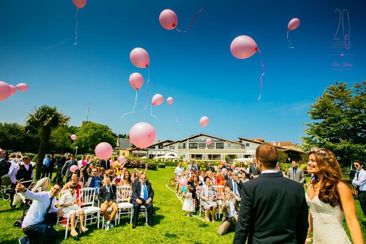 suelta-globos-bodas-hotel-gudamendi-ceremonia-civil-20eventos-wedding-planners-san-sebastian