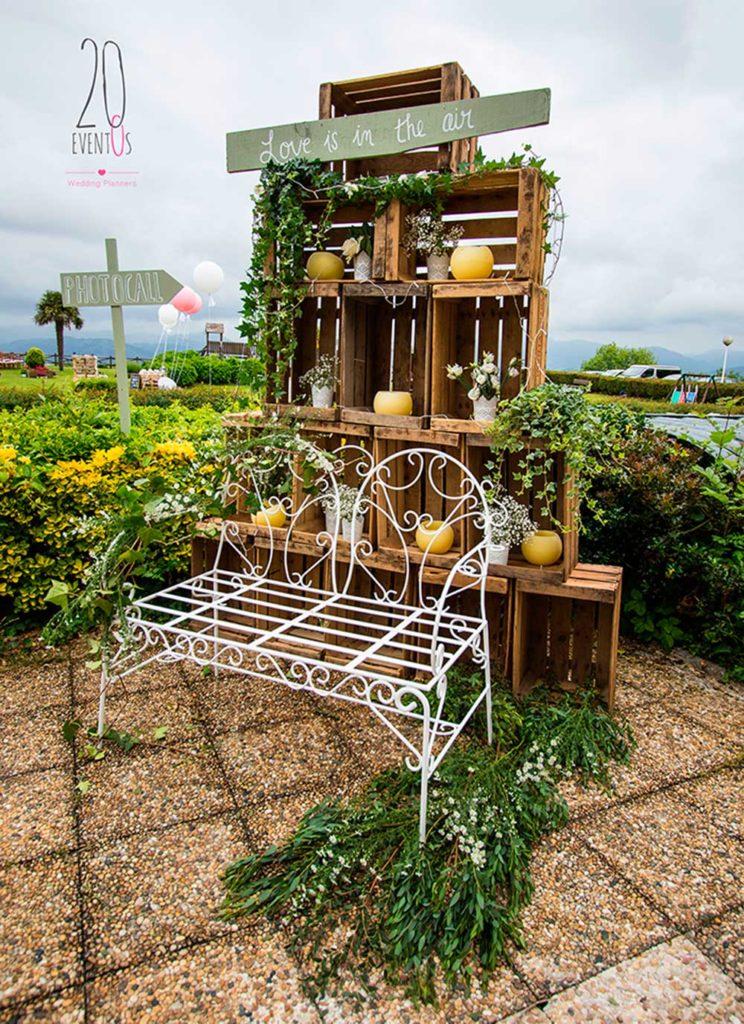 20eventos-wedding-planners-san-sebastian-bodas-cajas-fruta-madera-photocall