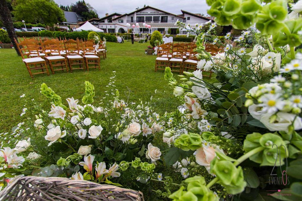 20eventos-wedding-planners-san-sebastian-bodas-decoracion-ceremonia-jardin-exterior