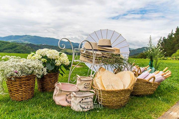 20eventos-wedding-planners-san-sebastian-bodas-decoracion-rincon-sombreros-sombrillas-katxina-bodega-txakolindegi