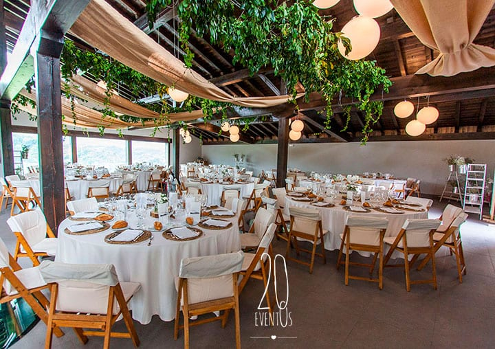 20eventos-wedding-planners-san-sebastian-bodas-gipuzkoa-decoracion-comedor-techos-flor-colgante-katxina-bodega-txakolindegi
