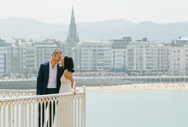 Intimate wedding over the bay of San Sebastian
