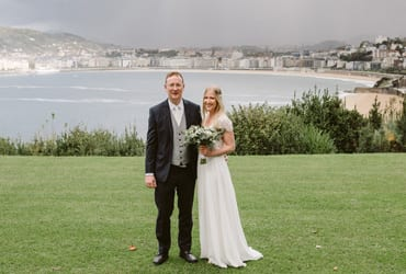 Winter wedding in San Sebastian front of the sea